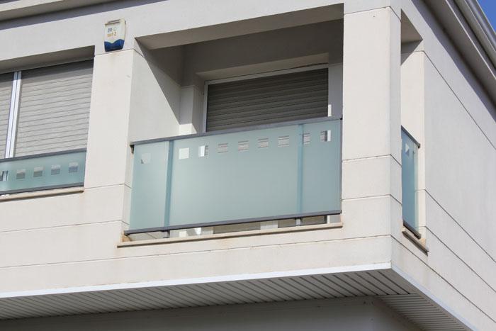 Balcones aluminio for Tipos de toldos para balcones