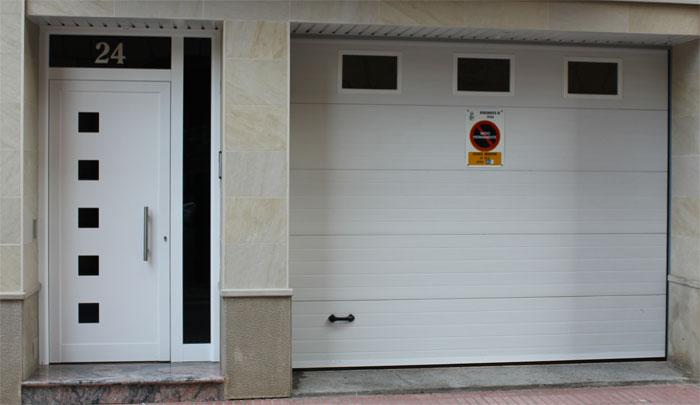 Puertas aluminio for Puertas de metal con diseno