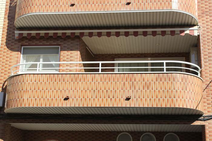 Balcones hierro for Modelos de balcones modernos para casas