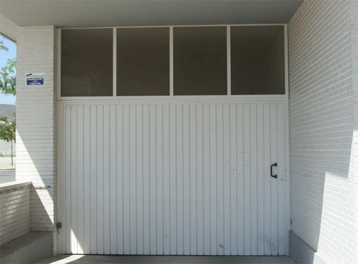 Puertas batientes de hierro - Garajes de metal ...