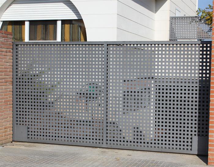 Puertas correderas de hierro for Puertas para exterior de hierro