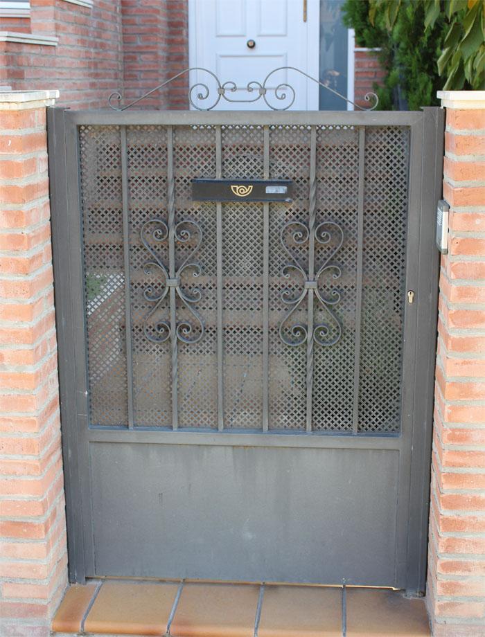 Puertas de hierro baratas hierro puertas de entrada for Puertas para jardin baratas